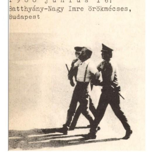 Batthyány Örökmécses – Tamás Gáspár Miklóst elvezetik a rendőrök